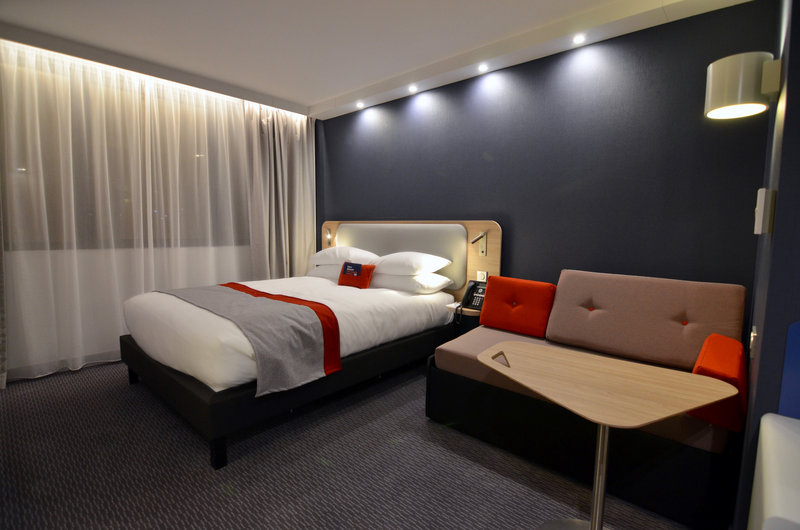 Holiday Inn Express Paris - CDG Airport-Family room - Airport view - Movable desk/Chair - Courtesy Tray<br/>Image from Leonardo
