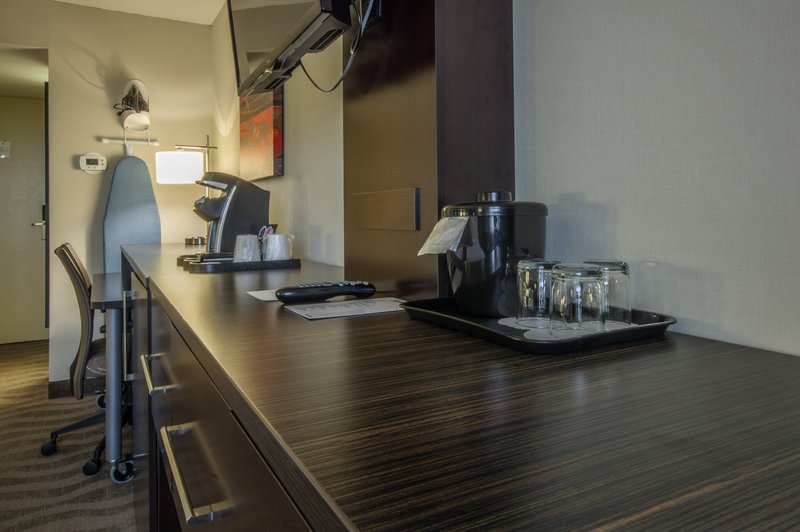 Holiday Inn St. John's Conference Centre-upgraded standard room<br/>Image from Leonardo