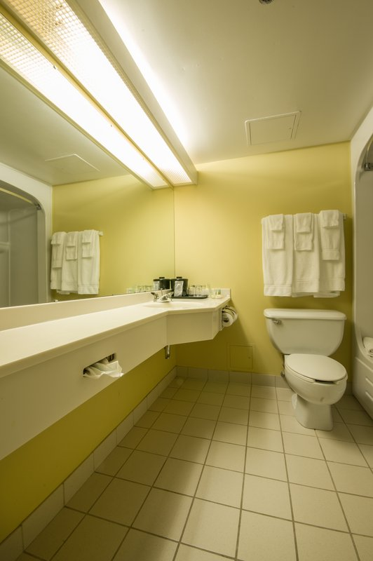 Holiday Inn St. John's Conference Centre-Executive room ensuites<br/>Image from Leonardo