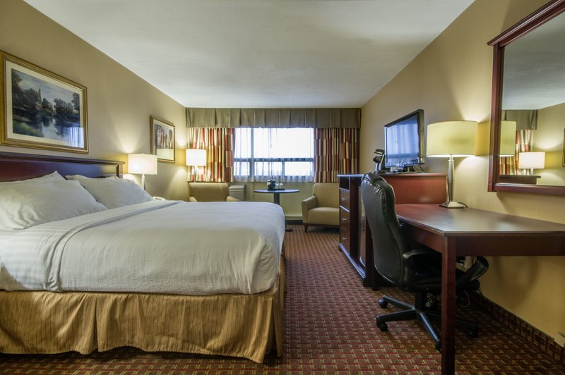 Holiday Inn St. John's Conference Centre-King Leisure room<br/>Image from Leonardo
