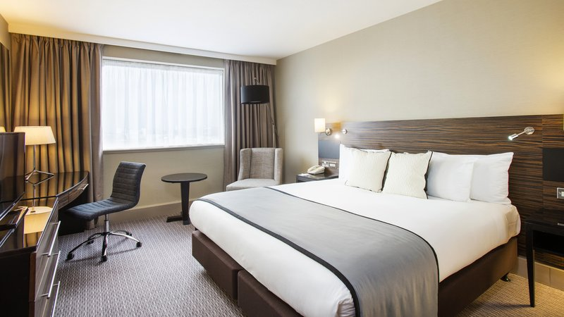 Crowne Plaza Glasgow-King bed standard non smoking room<br/>Image from Leonardo