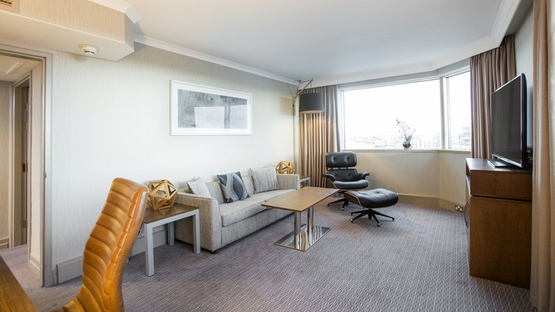 Crowne Plaza Glasgow-Suite - Living area<br/>Image from Leonardo