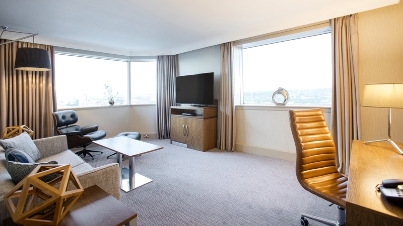 Crowne Plaza Glasgow-Suite lounge<br/>Image from Leonardo