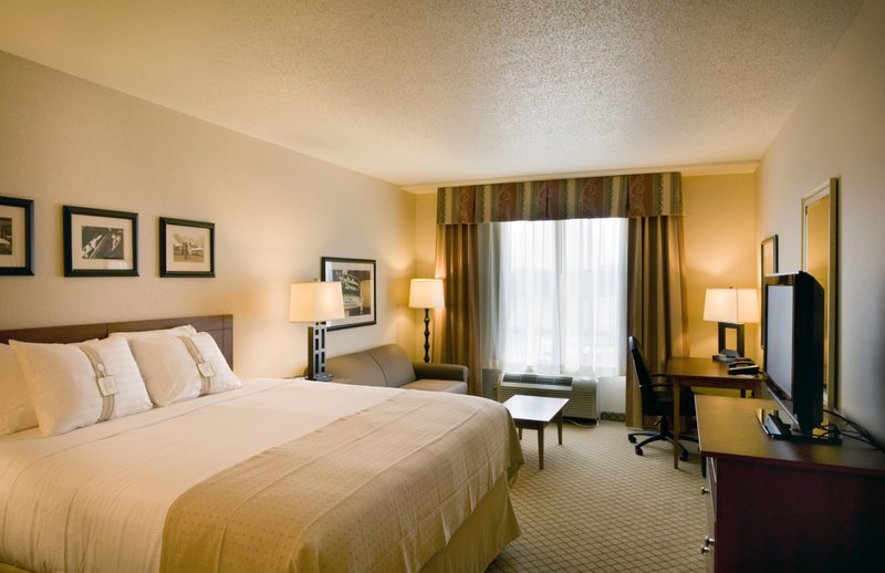 Holiday Inn Ft. Wayne-IPFW & Coliseum-King Bed Executive Suite<br/>Image from Leonardo