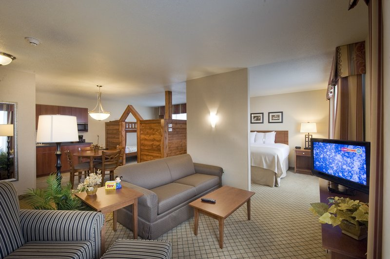 Holiday Inn Ft. Wayne-IPFW & Coliseum-Family Suite<br/>Image from Leonardo