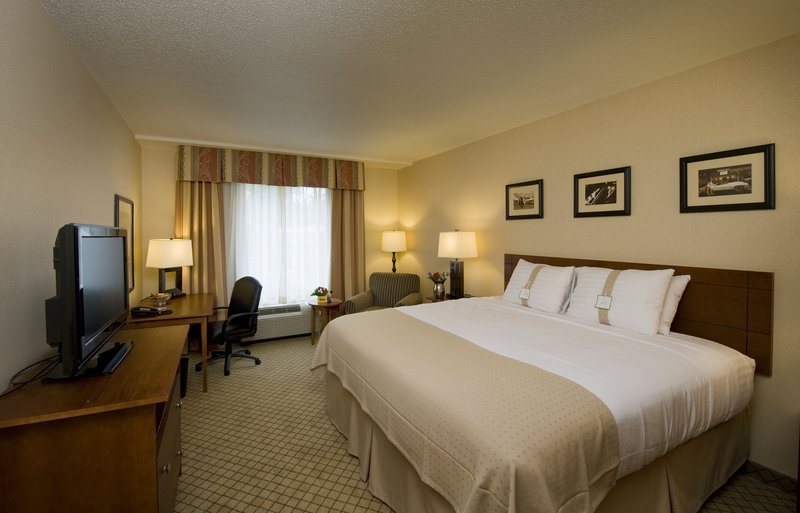Holiday Inn Ft. Wayne-IPFW & Coliseum-King Bed Guest Room<br/>Image from Leonardo