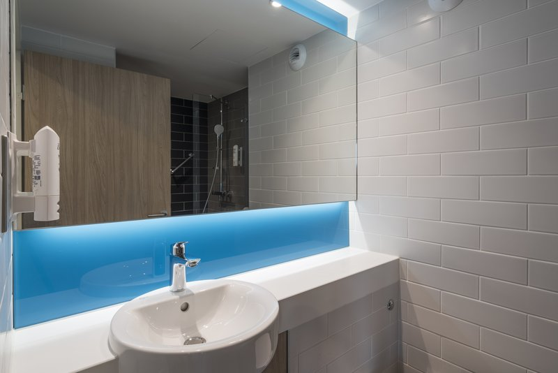 Holiday Inn Express Paris - CDG Airport-Bathroom<br/>Image from Leonardo