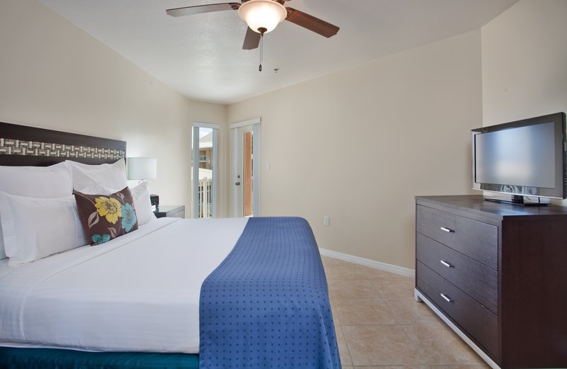 Holiday Inn Resort Grand Cayman-One Bedroom King Suite<br/>Image from Leonardo
