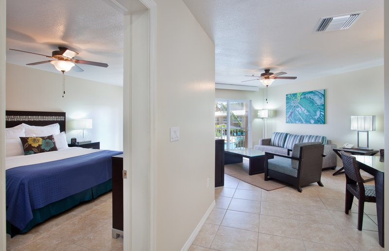 Holiday Inn Resort Grand Cayman-One Bedroom King Suite- pool view<br/>Image from Leonardo