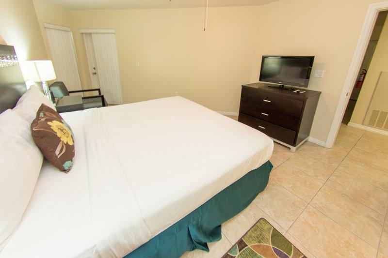 Holiday Inn Resort Grand Cayman-One Bedroom King Suite-<br/>Image from Leonardo
