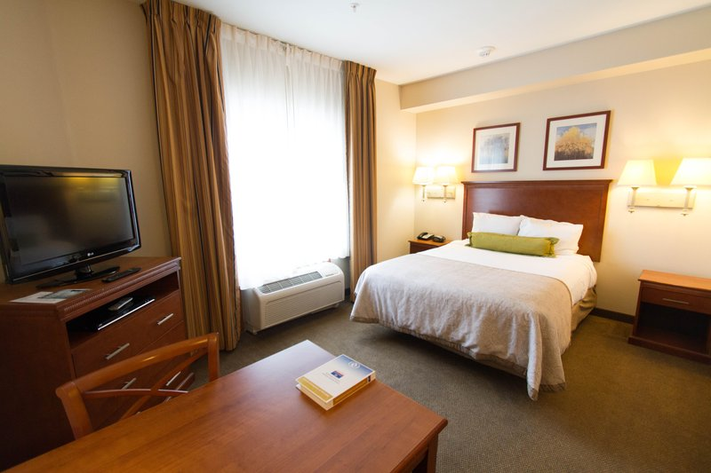 Candlewood Suites Santa Maria-Studio suite with one queen bed & free high speed Internet<br/>Image from Leonardo