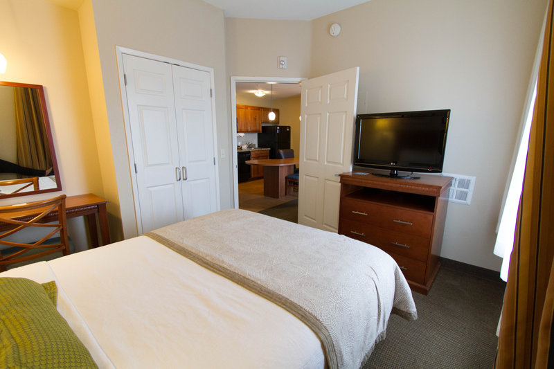 Candlewood Suites Santa Maria-One bedroom suite, view of bedroom with TV & movie channels<br/>Image from Leonardo