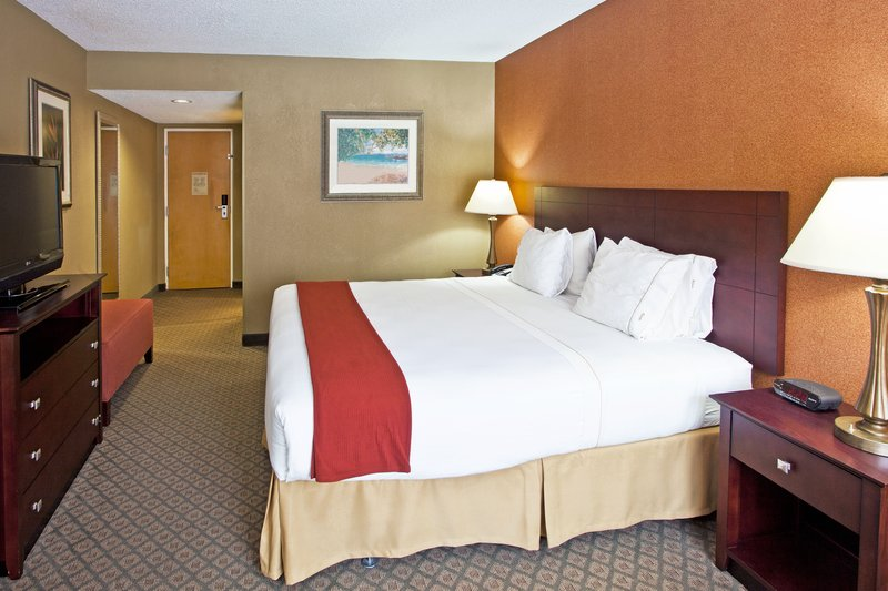 Holiday Inn Express Clearwater East - Icot Center-King Bed Guest Room, Modern and comfort awaits you at our hotel<br/>Image from Leonardo