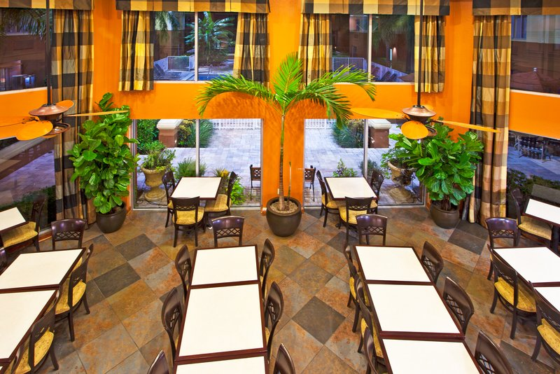 Holiday Inn Express Clearwater East - Icot Center-Open concept dining area that over looks the pool and courtyard<br/>Image from Leonardo