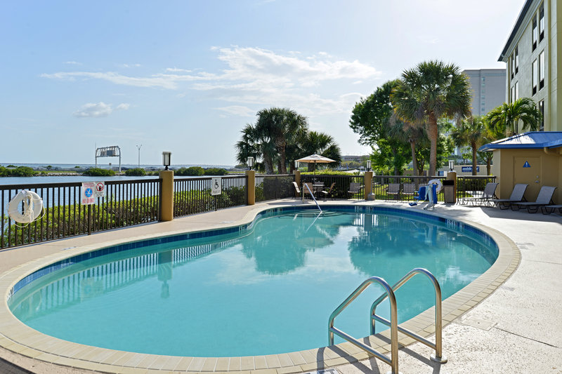 Holiday Inn Express & Suites Tampa/Rocky Point Island-Outdoor pool over looking the beautiful waters of Tampa Bay<br/>Image from Leonardo