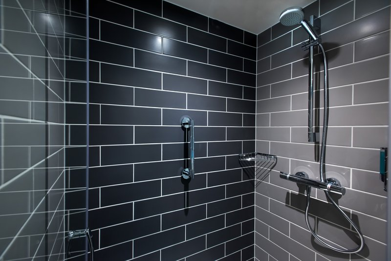 Holiday Inn Express Milton Keynes-Start your day with a refreshing power shower <br/>Image from Leonardo