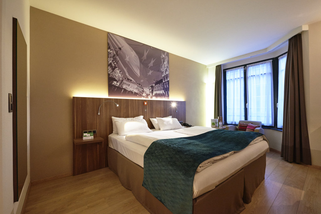 Holiday Inn Brussels - Schuman-Wheelchair accessible / disabled guestroom<br/>Image from Leonardo