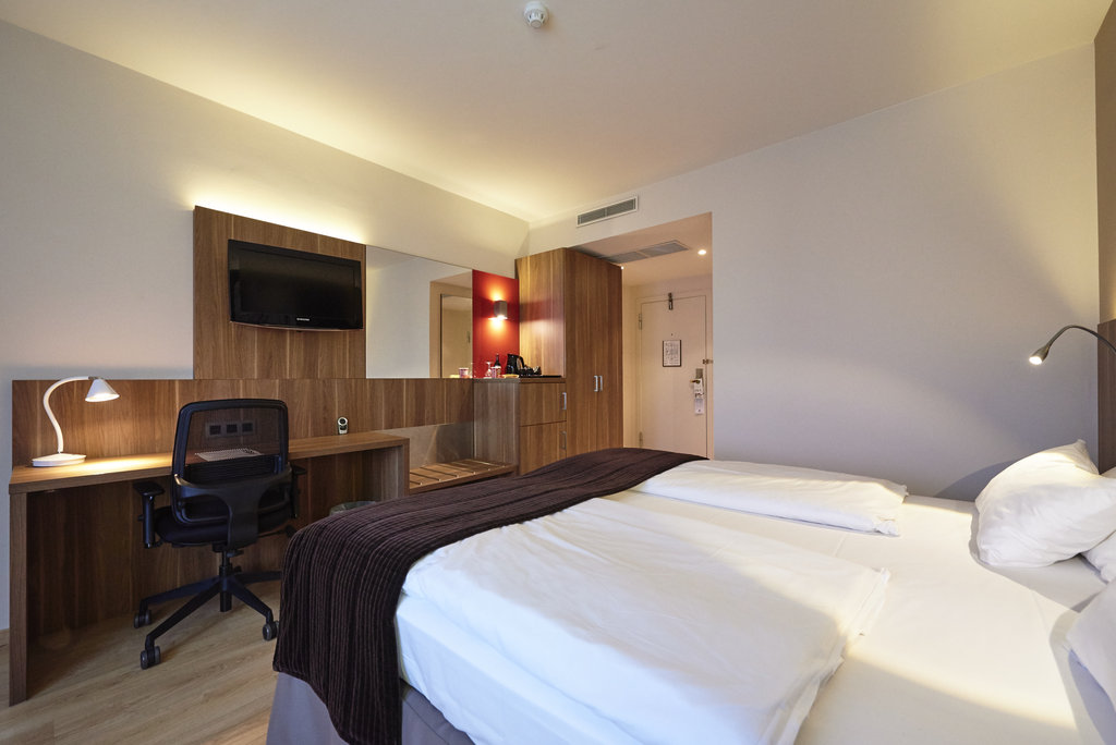 Holiday Inn Brussels - Schuman-Double bed guestroom<br/>Image from Leonardo