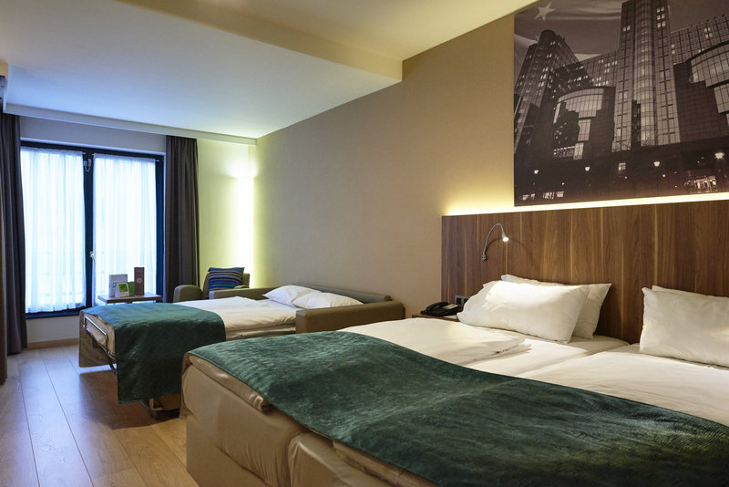 Holiday Inn Brussels - Schuman-King bed guestroom with sofa bed - perfect for families<br/>Image from Leonardo