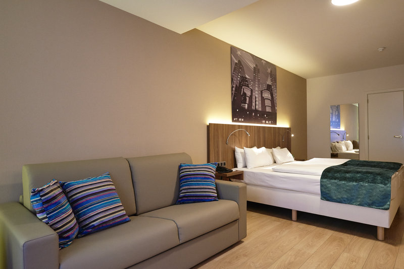 Holiday Inn Brussels - Schuman-King bed guestroom with sofa bed<br/>Image from Leonardo