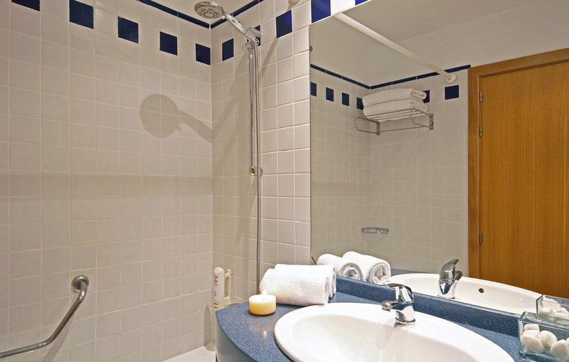 Holiday Inn Express Valencia Ciudad las Ciencias-Guest Bathroom<br/>Image from Leonardo