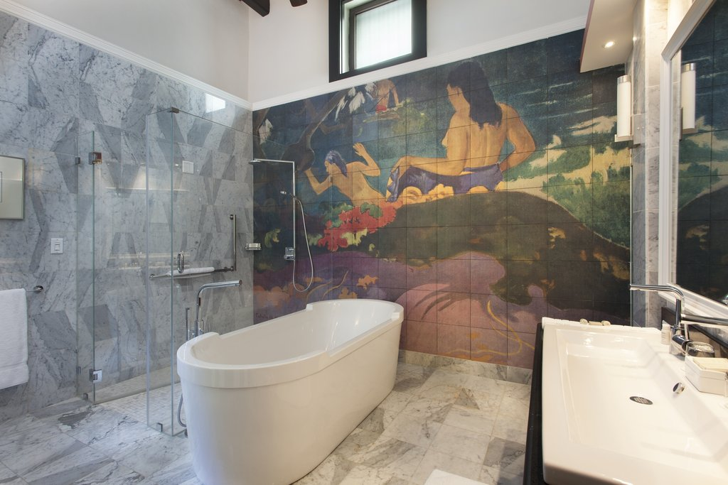Hotel El Convento - McMurray Jr. Suite Tub <br/>Image from Leonardo