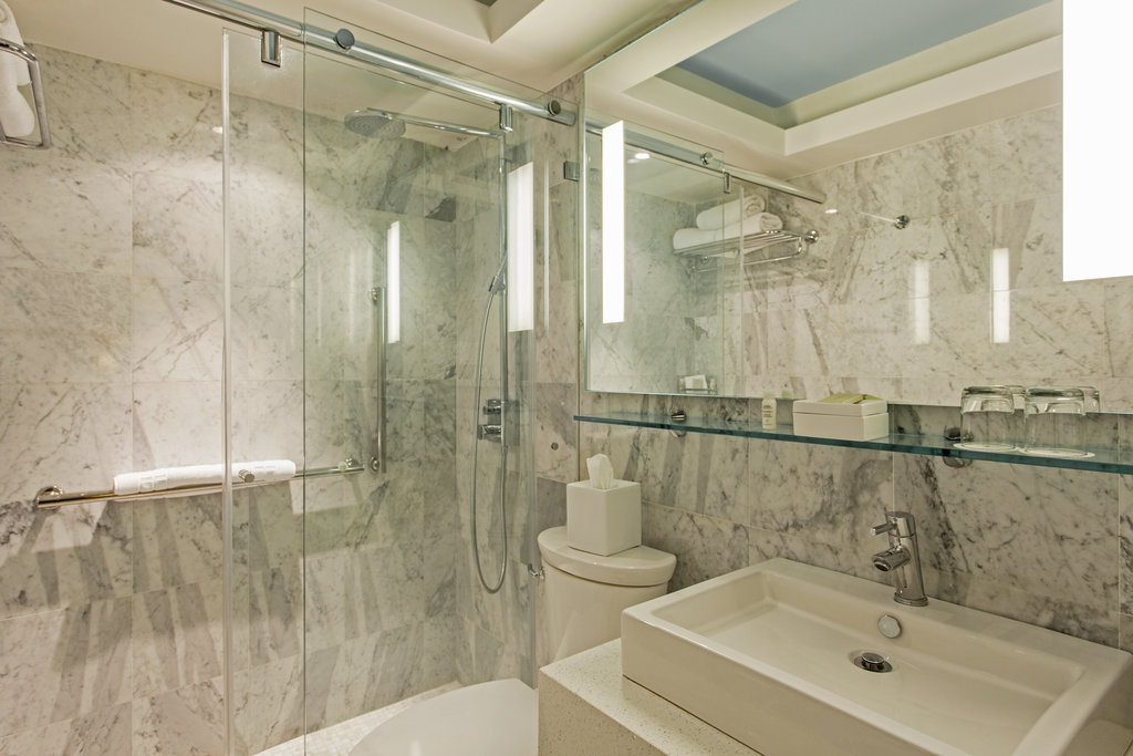 Hotel El Convento - Queen Garden Deluxe Terrace Bathroom <br/>Image from Leonardo