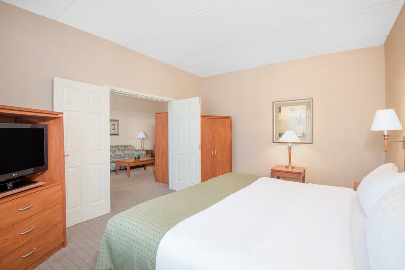 Holiday Inn Express Phoenix-I-10 West/Goodyear-ADA/Handicapped accessible One Bedroom King Suite<br/>Image from Leonardo