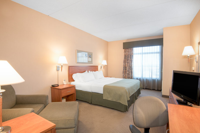 Holiday Inn Express Phoenix-I-10 West/Goodyear-Comfortable King Bed Guest Room offers plenty of room to relax<br/>Image from Leonardo