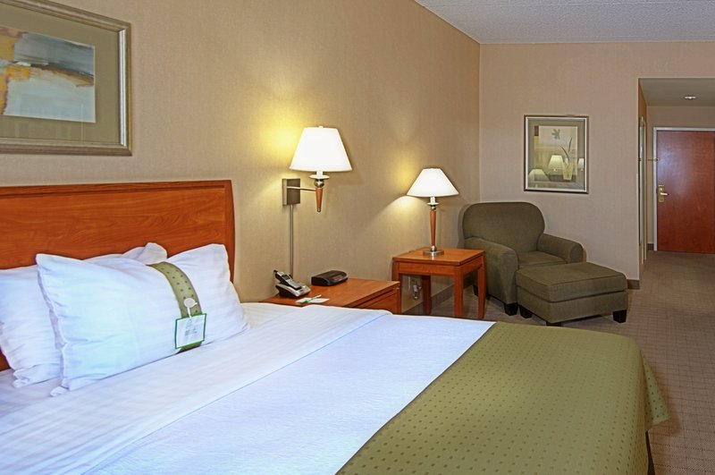 Holiday Inn Express Phoenix-I-10 West/Goodyear-King Bed Guest Room<br/>Image from Leonardo