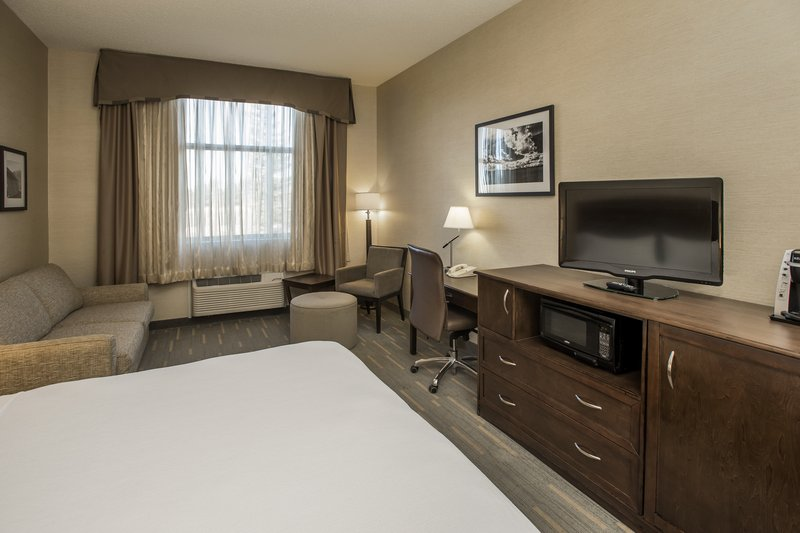 Holiday Inn Lethbridge-Bedroom with 1 bed<br/>Image from Leonardo