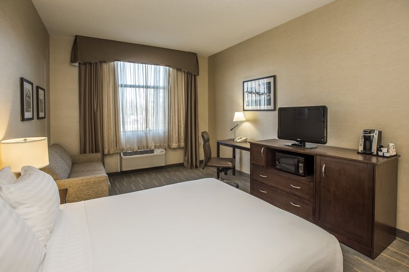 Holiday Inn Lethbridge-Room with 1 Queen bed wheelchair accessible<br/>Image from Leonardo