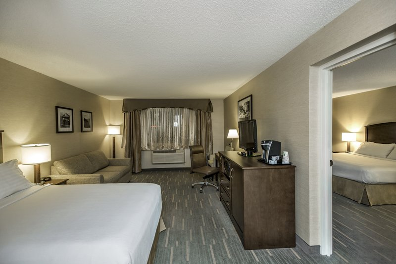 Holiday Inn Lethbridge-Two bedrooms suite<br/>Image from Leonardo