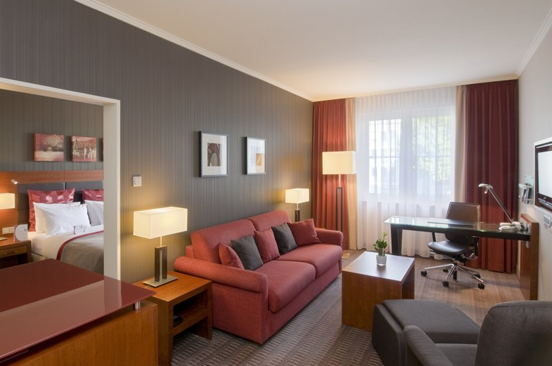 Crowne Plaza Heidelberg City Centre-Junior Suite - comfortable two room suite incl. Club Lounge access<br/>Image from Leonardo
