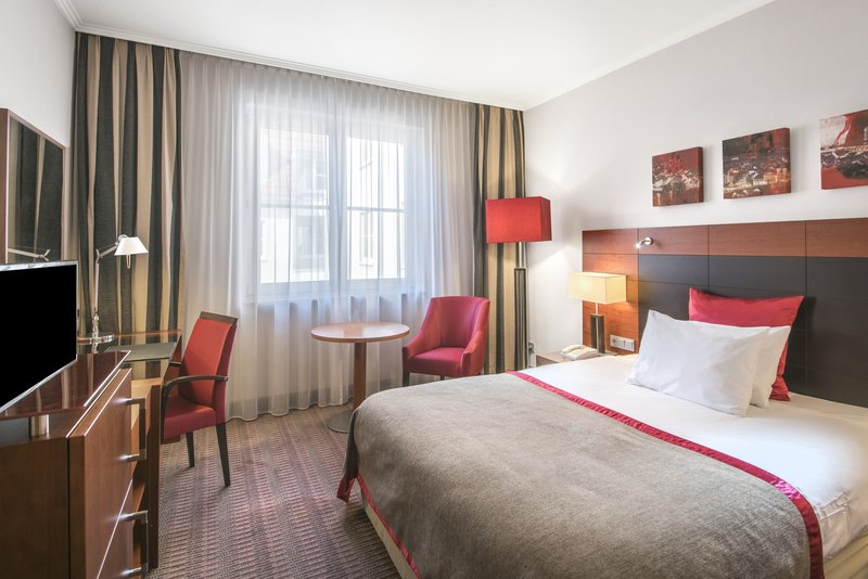 Crowne Plaza Heidelberg City Centre-Queen Bed Guest Room<br/>Image from Leonardo