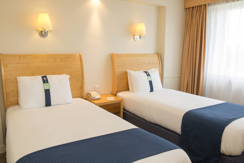Holiday Inn Basildon-Twin room with 2 single beds<br/>Image from Leonardo