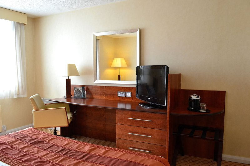 Holiday Inn Northampton-Double bed, lots of space big desk, time to settle in.<br/>Image from Leonardo