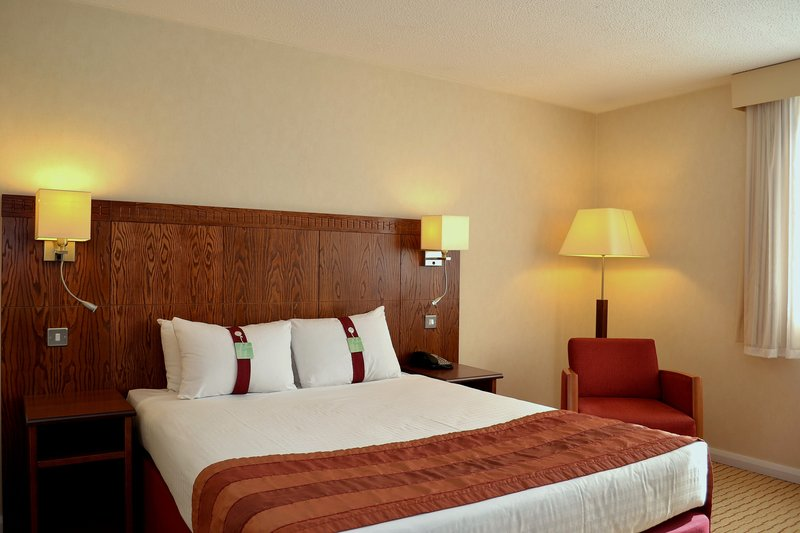 Holiday Inn Northampton-Nice comfy double bed with plenty of space to relax<br/>Image from Leonardo