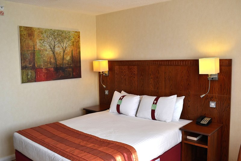 Holiday Inn Northampton-Nice shot of the comfy double bed.<br/>Image from Leonardo