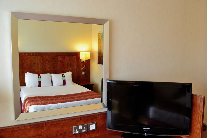 Holiday Inn Northampton-Great big comfy bed, large tv, what more do we need?<br/>Image from Leonardo