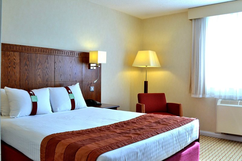 Holiday Inn Northampton-Double room with lots of comfy space.<br/>Image from Leonardo
