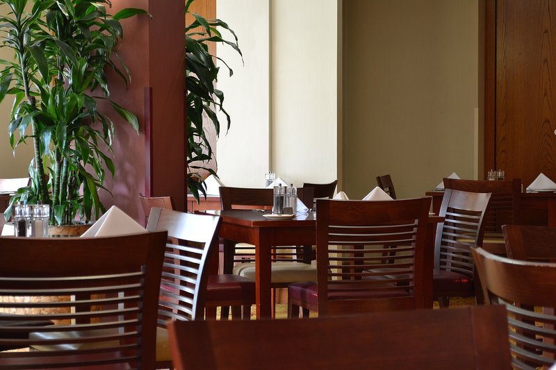 Holiday Inn Northampton-Plenty of choices where to sit and enjoy your nights dining.<br/>Image from Leonardo