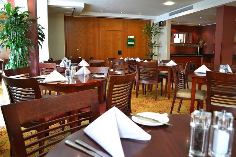 Holiday Inn Northampton-Great restaurant with plenty of choice and fantastic company<br/>Image from Leonardo