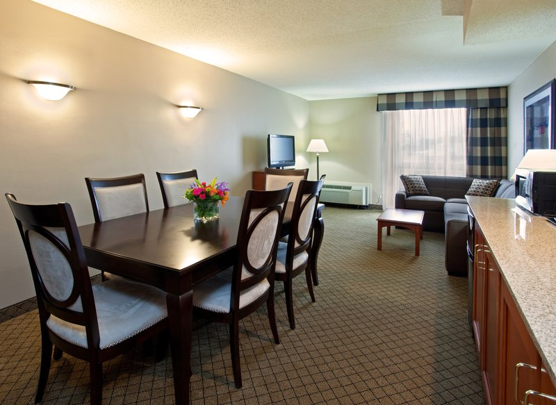 Holiday Inn Hotel & Suites Cincinnati-Eastgate (I-275e)-3-Room Suite with 2 Bedrooms and 2 Full Baths and Living Room<br/>Image from Leonardo
