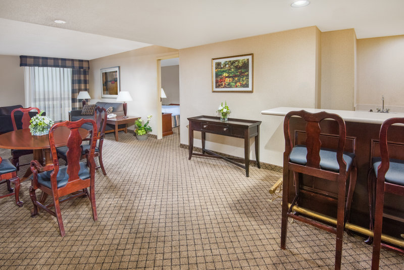 Holiday Inn Hotel & Suites Cincinnati-Eastgate (I-275e)-If you're looking for extra space book one of our suites.<br/>Image from Leonardo