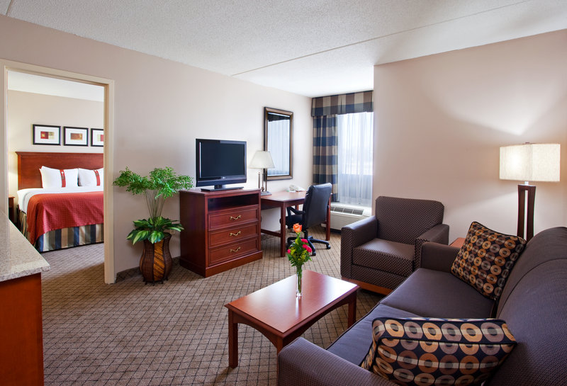Holiday Inn Hotel & Suites Cincinnati-Eastgate (I-275e)-2-Room King Suite with Two Full Baths<br/>Image from Leonardo