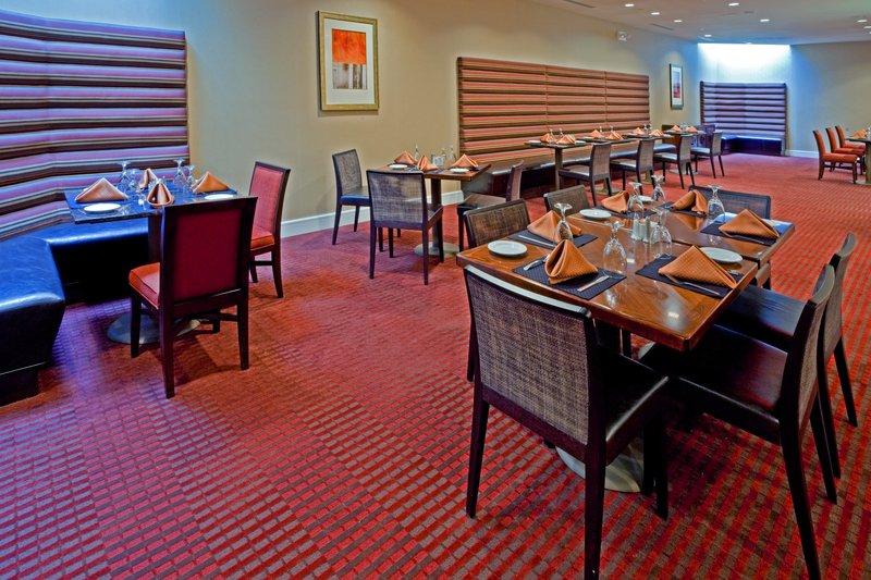 Holiday Inn L.I. City-Manhattan View-Rio Grande Restaurant also has an a la carte menu.<br/>Image from Leonardo