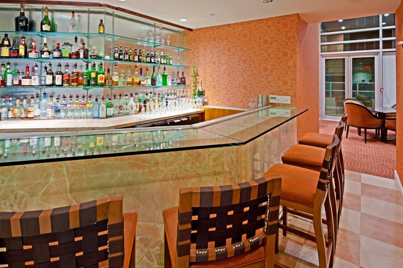 Holiday Inn L.I. City-Manhattan View-39 Above Bar and Lounge<br/>Image from Leonardo