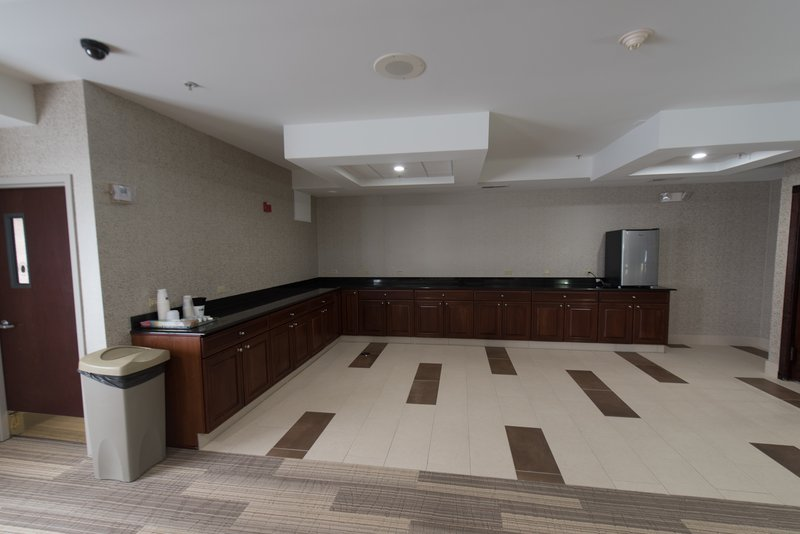 Holiday Inn Express & Suites North East (Erie I-90 Exit 41)-Meeting Room<br/>Image from Leonardo