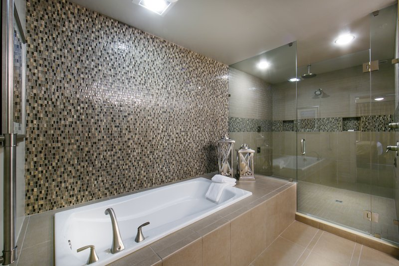 Holiday Inn Club Vacations South Beach Resort-Signature Collection, bathrooms with separate tub & shower<br/>Image from Leonardo
